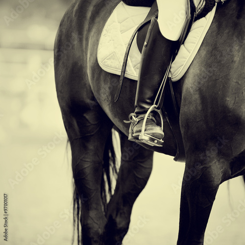 La pose en embrasure Equitation Foot of the athlete in a stirrup