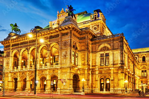 Vienna State Opera is an opera house.It is located in the centre Fototapeta