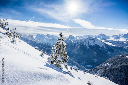 Fotobehang Bergen Sun on the ski slopes in French Alps