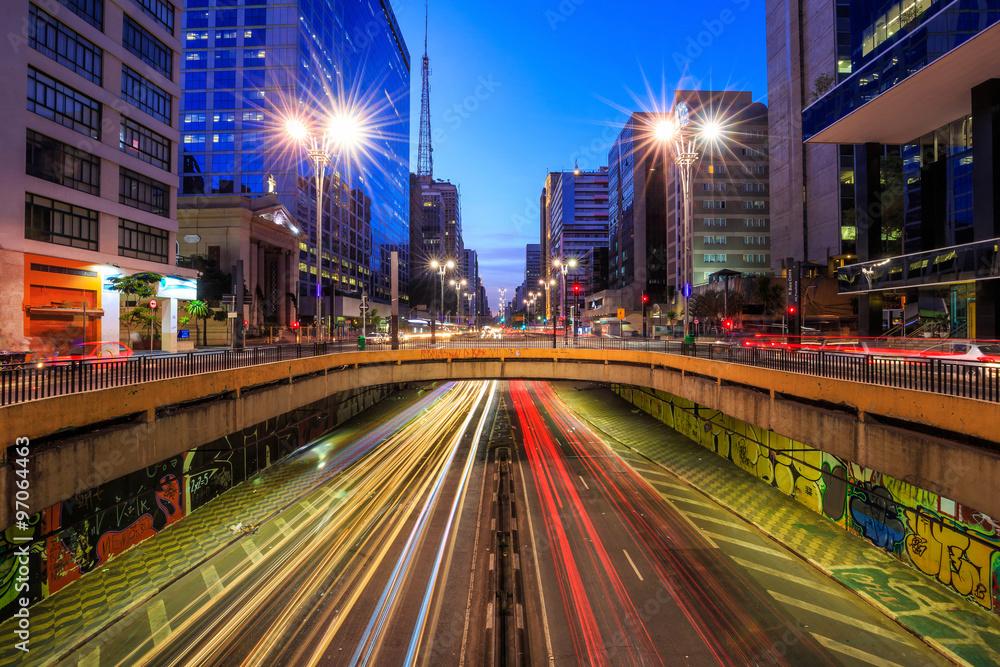 Fototapety, obrazy: Paulista Avenue at twilight in Sao Paulo