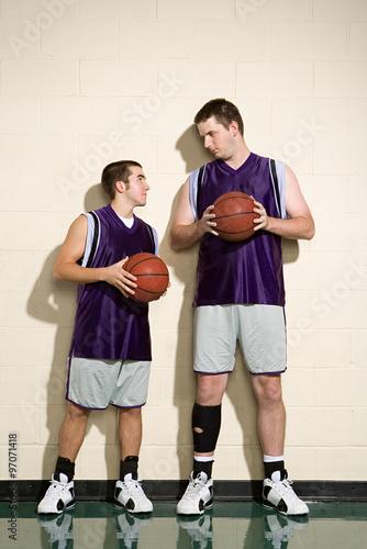 Valokuva  Tall and short basketball players