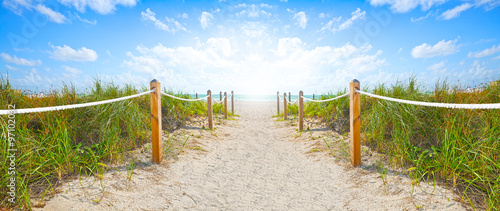 In de dag Strand Path of sand going to the beach and ocean in Miami Beach Florida , on a beautiful summer morning with blue sky
