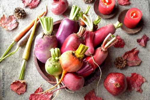 Fototapety, obrazy: カラフルな根菜盛り合わせ グレーのニット背景