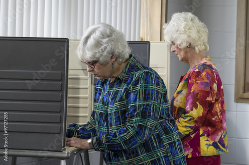 Senior women voting in a voting booth Canvas-taulu