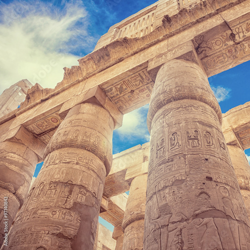 In de dag Egypte Great Hypostyle Hall and clouds at the Temples of Karnak