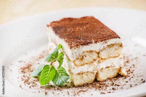 Foto auf Gartenposter Desserts tiramisu cake