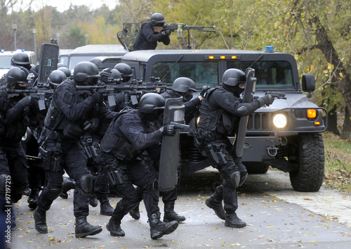 Special police team in action Fototapet