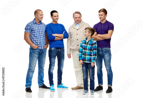 Photo  group of smiling men and boy