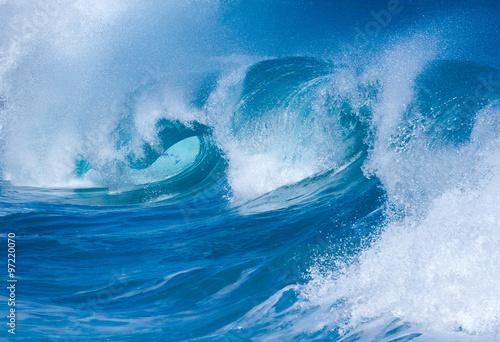 Autocollant pour porte Eau Powerful waves break at Lumahai Beach, Kauai