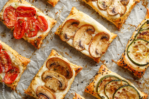 Foto op Plexiglas Voorgerecht Puff pastry appetizers with vegetables; mushrooms, tomatoes and zucchini