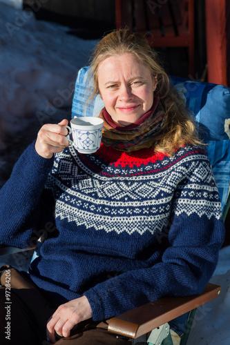 Photo  Close up of young pretty Norwegian woman enjoying some winter su