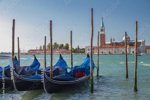 Türaufkleber Gondeln Гондолы у пирса в Венеции
