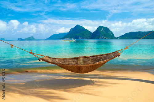 Fotografie, Obraz A hammock at the beach with the view of Bacuit Archipelago islands (El Nido, Phi