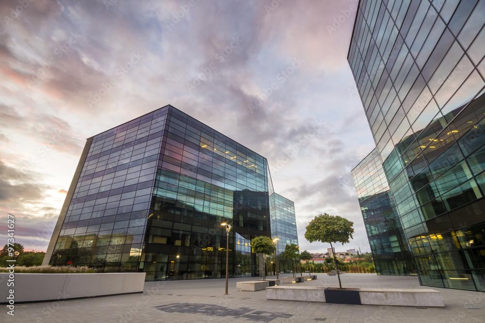 Fototapety, obrazy: Nowoczesne budynki biurowe ze szkła i metalu