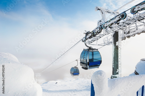 Spoed Foto op Canvas Gondolas Cable car on the ski resort.