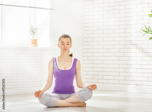Fotobehang School de yoga practice yoga