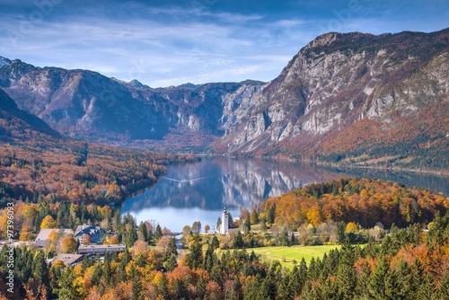 gorskie-jezioro-bohinj-jesienny-krajobraz