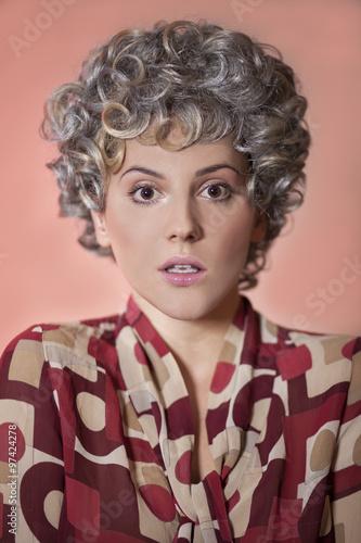 Fotografie, Obraz  Portret kobiety twarz dziewczyny Kolorowa bluzka