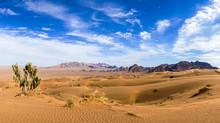 Iran : Le Dasht-e Kavir Nommé Aussi Kavir-e Namak Ou Grand Désert Salé Est Un Désert Au Milieu Du Plateau Iranien
