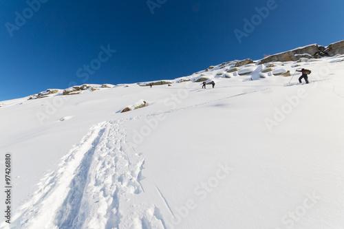 Foto op Plexiglas Alpinisme Mountaineering towards the mountain top