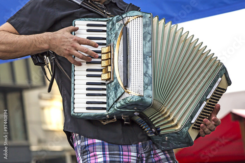 Young accordionist Fototapet