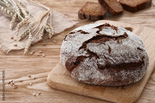 obraz dibond Round loaf of bread on a wooden background