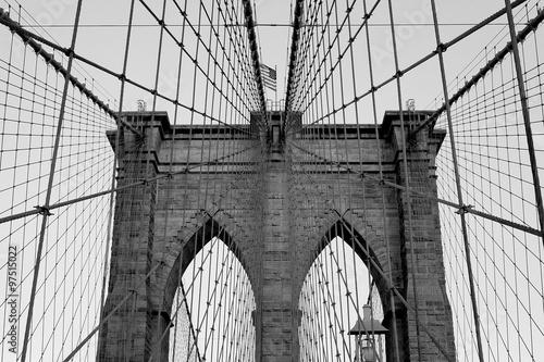 Montage in der Fensternische Brooklyn Bridge стропы бруклинского моста
