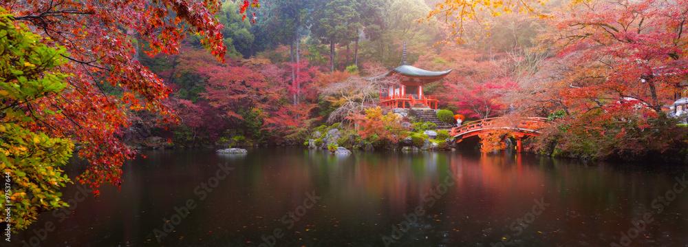 Fototapeta Daigo-ji temple in autumn