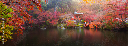 Montage in der Fensternische Japan Daigo-ji temple in autumn