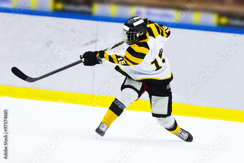 fototapeta na drzwi i meble Ice hockey player - Slap shot