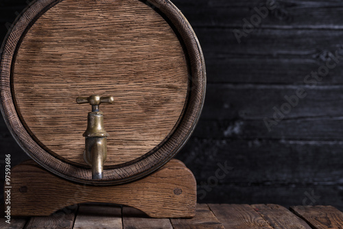 Canvas-taulu Old oak barrel on wooden table still life with copy space