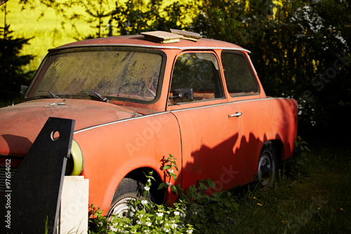 Alter Trabbi im Garten Canvas Print