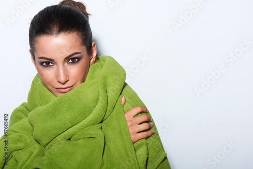 Fotografía  Woman with smokey makeup and green turban