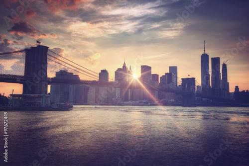 Stampa su Tela  Brooklyn bridge at dusk, New York City