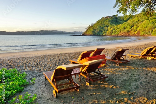Photo Sun rising over the Playa Blanca beach in Peninsula Papagayo in Guanacaste, Cost