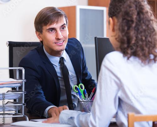 Fototapety, obrazy: professional teaching new employee