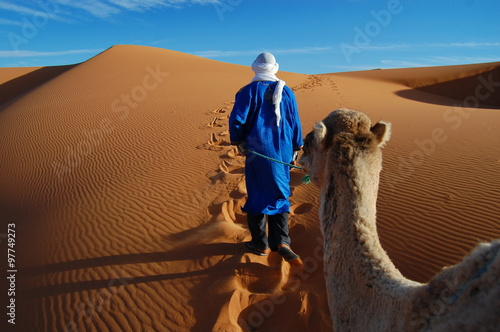Fotografering  Tuareg nel deserto del Sahara