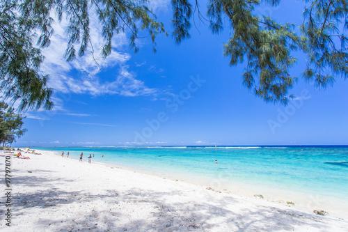 Fotografía  plage de l'Hermitage sous les filaos, île de la Réunion