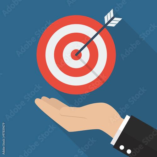Fotografía  Hand with target and arrow
