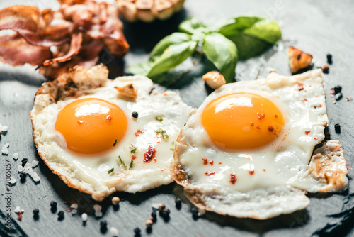 Spoed Foto op Canvas Gebakken Eieren Served fried eggs