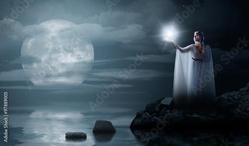 Plakat Elven dziewczyna z gwiazdą odizolowywającą na dennym wybrzeżu