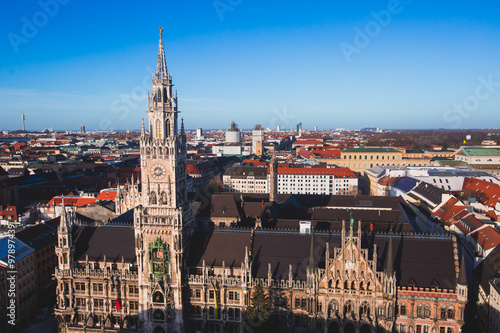 In de dag Milan Beautiful super wide-angle sunny aerial view of Munich, Bayern, Bavaria, Germany with skyline and scenery beyond the city, seen from the observation deck of St. Peter Church