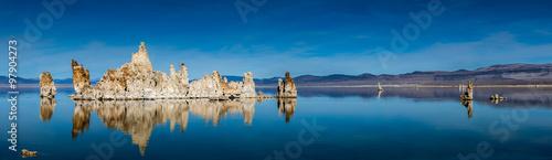 Fotografía Panoramic view of the tufa towers in Mono Lake.