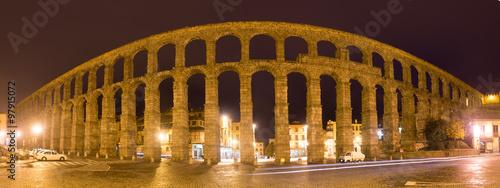 Fototapeta panorama of  Roman Aqueduct of Segovia