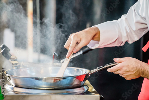 Photo sur Aluminium Cuisine chef at work