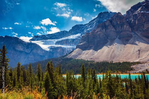 Poster Glaciers Glacier Crowfoot in striped mountains