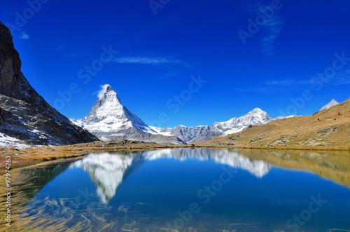 スイス リッフェル湖と逆さマッターホルン