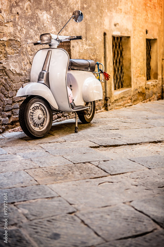 Valokuva Italian Scooter in Grungy Alley, Vintage Mood