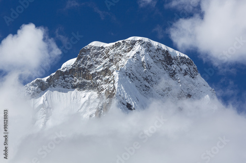 Photo  Snow covered mountain peak and blue sky, Cordillera Blanca, Peru