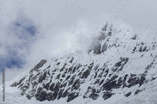 Photo  Snow covered mountain peak in the Cordillera Blanca, Peru